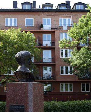 Ivar Lo i Ivar Lo parken. Porträttbyst av  Nils Mölleberg (1945)